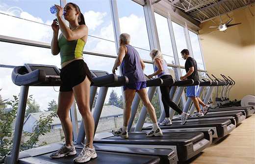 four_people_exercising_on_treadmill_at_gym_42-16978656