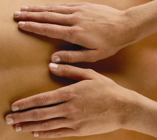 Massaging-Hands-Med