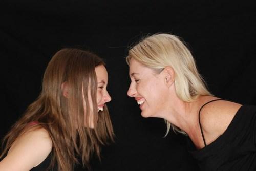 laughter-psychology-neurosciencenews-public.jpg