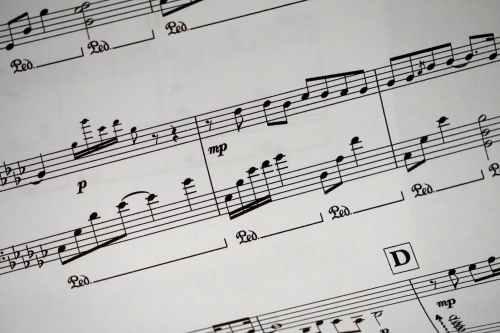black and white keys music note