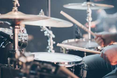 close up photo of drum set